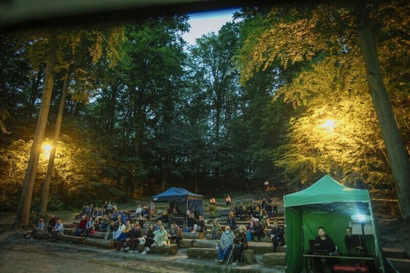 Teatr Leśny jest miejscem ciekawych koncertów, ale i spektakli dla najmłodszych - na sobotni pokaz zaprasza Teatr Czwarte Miasto
