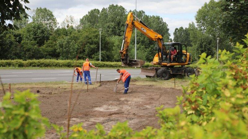 W mieście stosuje się małą retencję, która poprzez rozwiązania terenowe, najlepiej związane z zielenią, zatrzymuje wodę