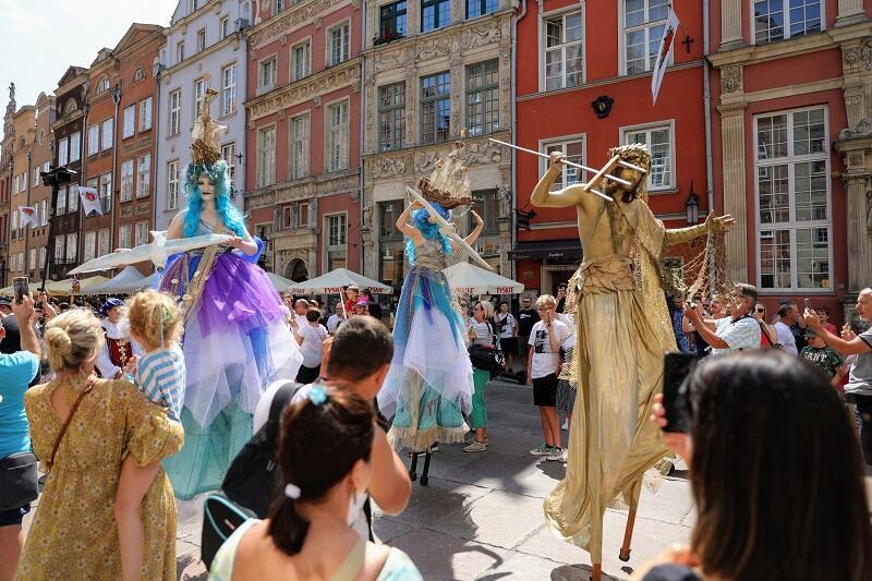 Parada otwarcia 761. Jarmarku św. Dominika - wśród szudlarzy pojawił się także bóg mórz - Neptun ze swoim dworem