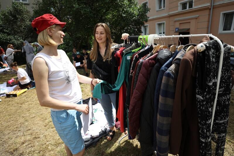 Podobny dzielnicowy pchli targ odbył się na początku lipca w dzielnicy Kokoszki - uczestniczyło w nim ponad 100 osób