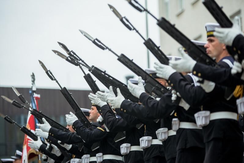 Prawda jest taka, że jeśli ktoś chce zostać żołnierzem, musi być młody i mieć końskie zdrowie. Nz. kompania reprezentacyjna Marynarki Wojennej RP we wrześniu 2019 r., podczas gdańskich obchodów rocznicy utworzenia Szarych Szeregów i powołania Polskiego Państwa Podziemnego