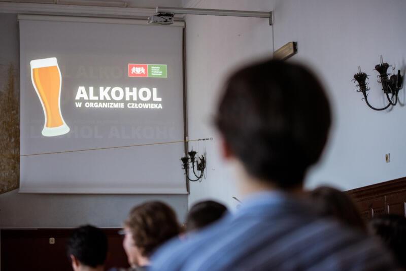 Szczegółowy Program Profilaktyki i Rozwiązywania Problemów Alkoholowych oraz Przeciwdziałania Narkomanii dla Gminy Miasta Gdańska na rok 2021 to podstawowy dokument uszczegóławiający realizację zadań w ramach polityki społecznej i zdrowia publicznego. Priorytetem Programu jest, aby wszyscy mieszkańcy Gdańska niezależnie od wieku czy statusu społecznego, uzyskali większą świadomość tego, jak ich ryzykowne zachowania związane z używaniem środków psychoaktywnych wpływają na zdrowie