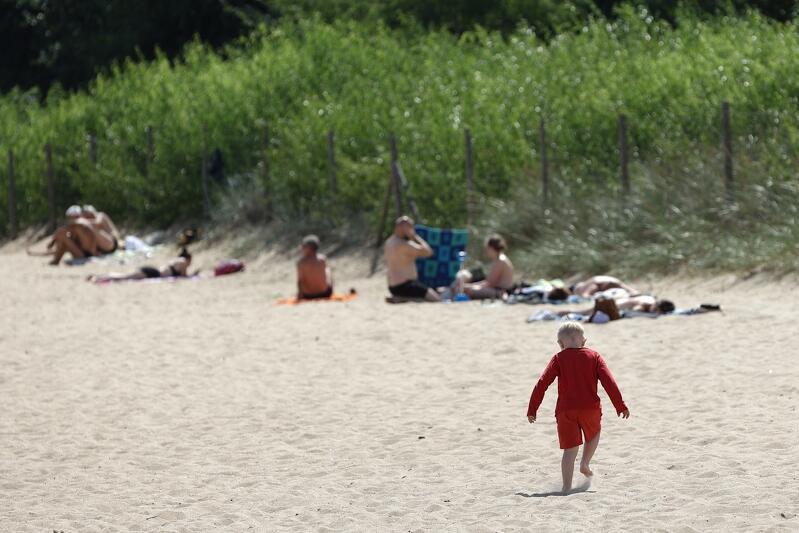 Jeśli dziecko zgubi się na plaży, dzwonimy pod nr 601 100 100. To samo należy zrobić, gdy spotkamy małą zgubę  i chcemy mu pomóc odnaleźć rodziców