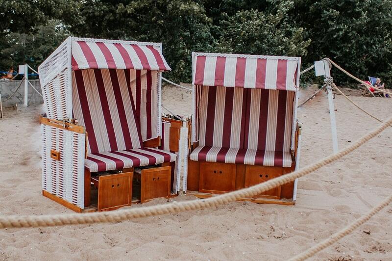 Nowiutkie kosze plażowe z Brzeźna - pasiasta tkanina obicia to odwołanie do historii, paski zawsze kojarzyły się z nadmorskim klimatem