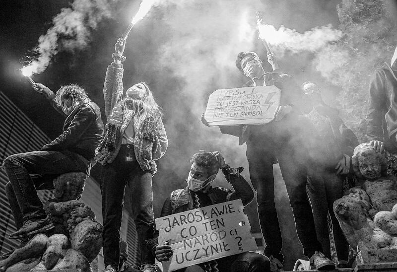 Jubileuszowy XXV Pomorski Konkursu Fotografii Prasowej Gdańsk PRESS PHOTO 2020 im. Zbigniewa i Macieja Kosycarzy. Wydarzenie – nagroda – autor: Mirosław Pieślak, reportaż pt. Protesty