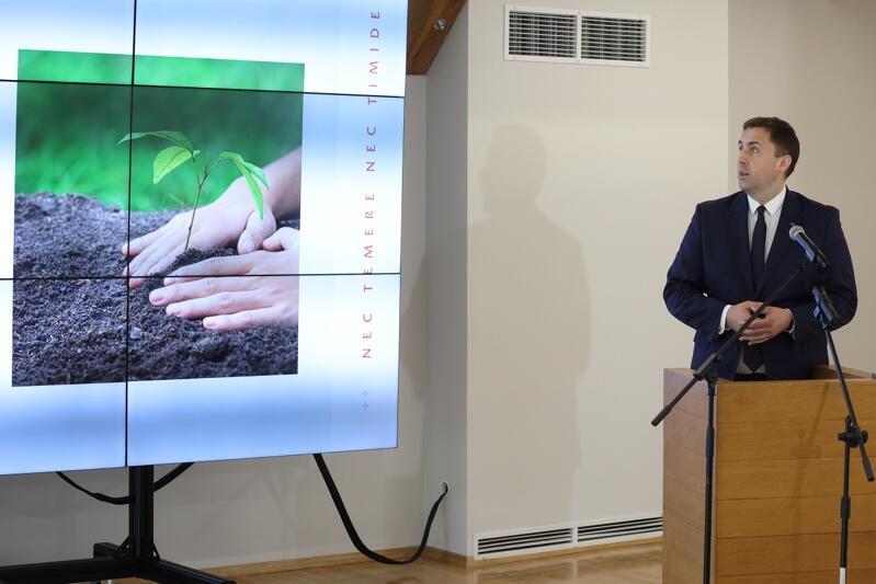 Wozownia Artyleryjska Hevelianum, 4 sierpnia 2021, Piotr Borawski z-ca prezydent Gdańska prezentuje projekt nowej zielonej polityki miasta