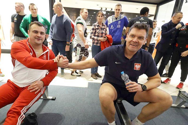 Dwaj gdańscy mistrzowie olimpijscy z Pekinu. Po lewej Leszek Blanik, gimnastyk i Adam Korol podczas akcji wsparcia dla WOŚP