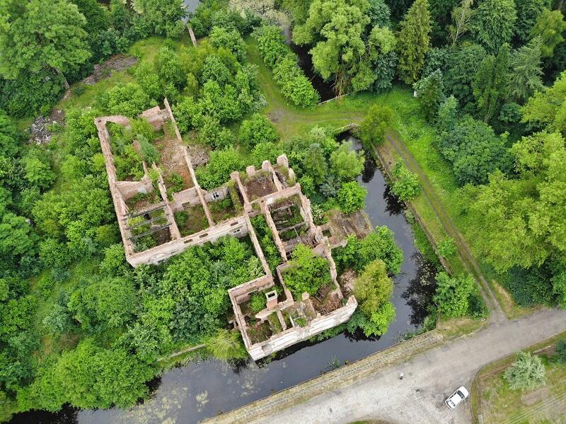 Ruiny pałacu Karzniczka