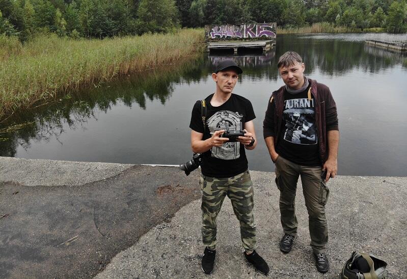 Od lewej: Marcin Tymiński i Michał Piotrowski podczas jednej z wypraw śladami zapomnianych miejsc