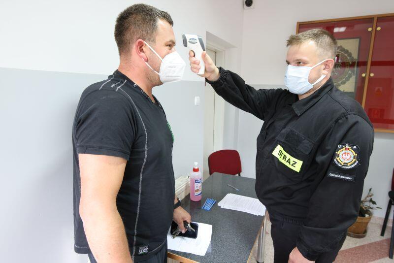 Przed szczepieniem obowiązkowe sprawdzanie temperatury ciała i konsultacja lekarska