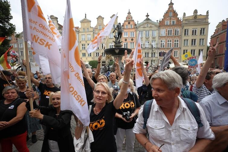 Jednym z organizatorów ogólnopolskich manifestacji w obronie wolności mediów był Komitet Obrony Demokracji