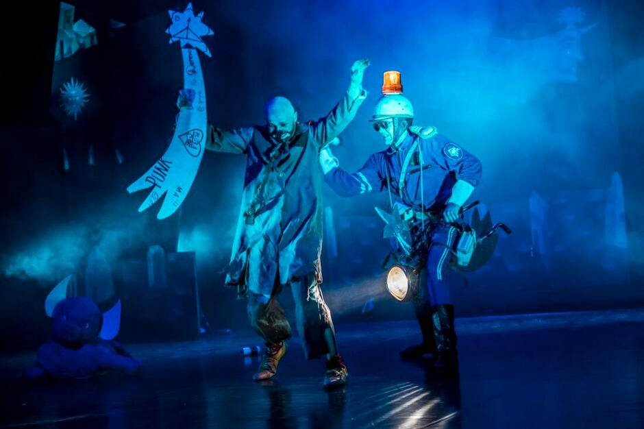 Dzięki współpracy Warszawskiego Centrum Pantomimy i Derevo Laboratorium, założyciel i lider rosyjskiego teatru Anton Adasinskyi po raz pierwszy zdecydował się zrealizować spektakl Once...  z aktorami innego teatru