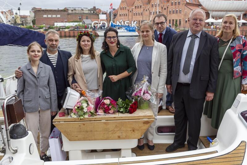 Ślub Piotra i Katarzyny Metz odbył się na pokładzie jachtu na Motławie. Ceremonię poprowadziła prezydent miasta Aleksadra Dulkiewicz