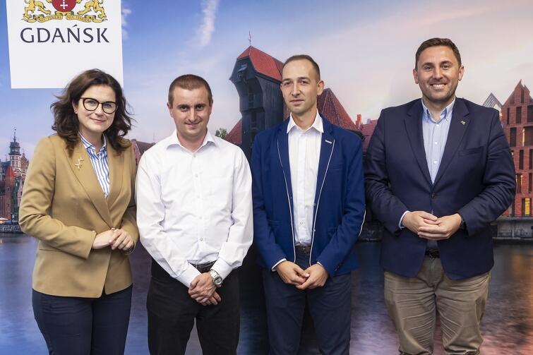 Na zdjęciu (od lewej): prezydent Aleksandra Dulkiewicz, Arkadiusz Guenther, Patryk Rozpędowski oraz zastępca prezydent Piotr Borawski