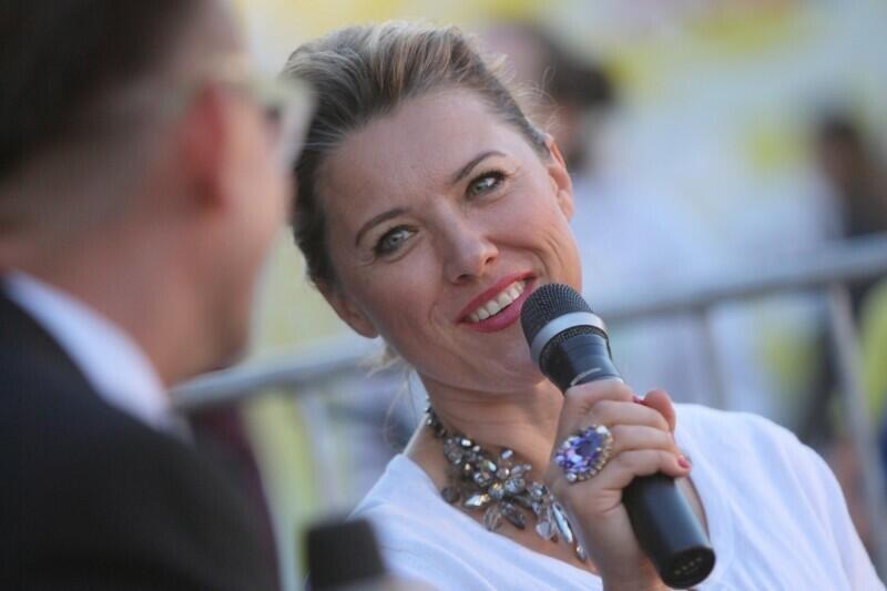 Katarzyna Hołysz jest laureatką wielu konkursów wokalnych, stypendystką m.in. Ministra Kultury i Dziedzictwa Narodowego (2000/2001) i Bayreuther Festspiele (2001). Występuje na scenach w Polsce i za granicą