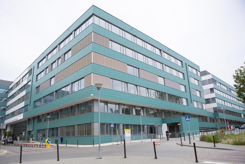 Fragment czteropiętrowego nowczesnego budynku Centrum Medycyny Nieinwazyjnej w Gdańsku