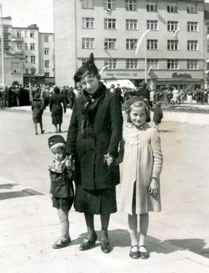 Gertruda Swiniarska z synem Zygmuntem i córką Wandą, Gdynia 1939