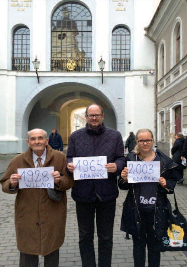 Pod Ostrą Brama w Wilnie. Trzy pokolenia rodziny Adamowiczów, od lewej: ojciec Ryszard, syn Paweł i wnuczka Antonina
