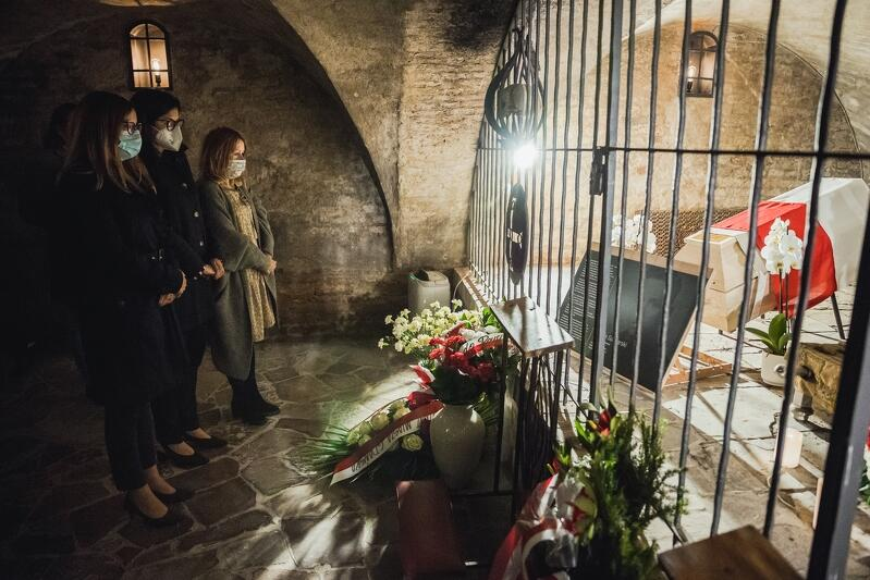 Kwiaty w 50. rocznicę śmierci majora złożyły Agnieszka Owczarczak, przewodnicząca Rady Miasta i Aleksandra Dulkiewicz, prezydent Gdańska