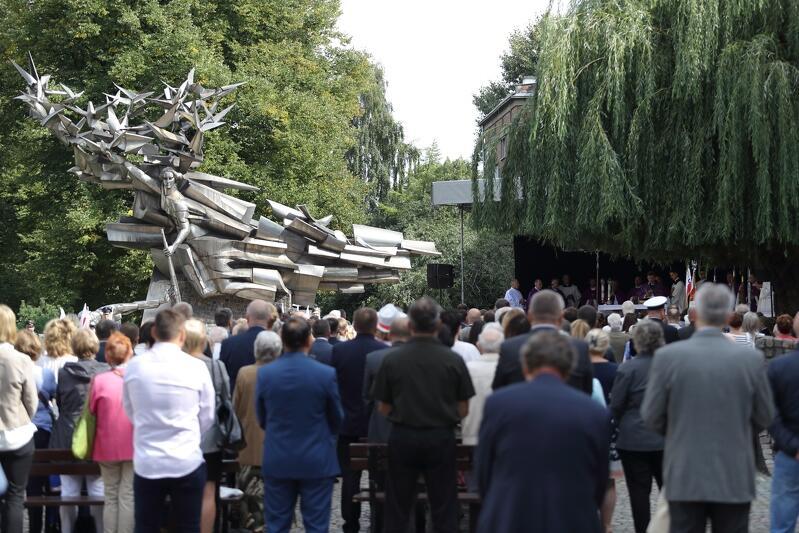 Każdego roku przy Pomniku Obrońców Poczty Polskiej w Gdańsku odprawiana jest w ich intencji msza św.