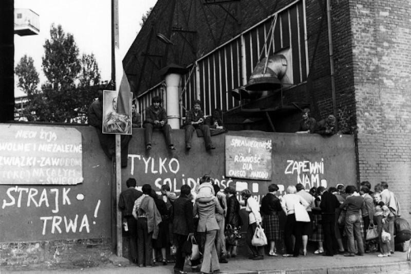 """Prof. Tadeusz Sławek: - W sierpniu 1980 r. wielkie przebudzenie: przekonaliśmy się, że aby """"samo-się-rządzić"""", trzeba nie bać się siebie nawzajem, a to znaczy - nie bać się myśli i poglądów innych niż nasze"""