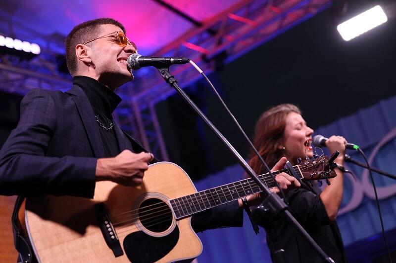 NaviBand - grają muzykę inspirowaną białoruskim folklorem, śpiewają po białorusku (co wbrew pozorom wcale nie jest takie oczywiste)