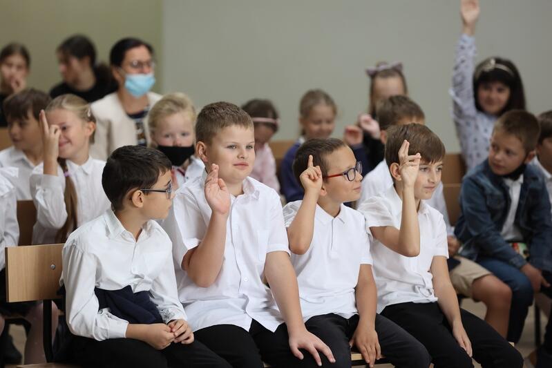 W Szkole Podstawowej nr 8 w Gdańsku, podobnie jak w innych placówkach edukacyjnych w całym kraju, uczniowie wrócili do sal lekcyjnych