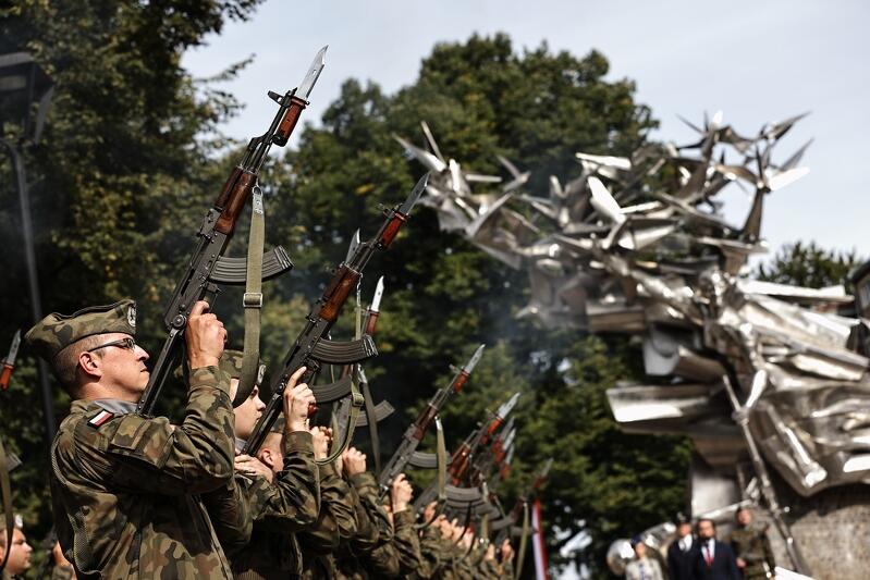 Na placu Obrońców Poczty Polskiej zorganizowano uroczystości związane z 82. rocznicą wybuchu II wojny światowej