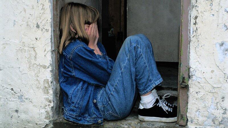 Młodsze, ale i starsze dzieci bardzo przeżywają rozstanie rodziców. To dla nich trudny moment (zdjęcie ilustracyjne)