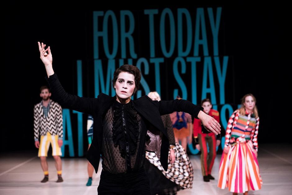 """""""Staging a Play: Tartuffe"""", na podstawie """"Świętoszka"""" Moliere'a, w wykonaniu Zagreb Dance Company zobaczymy w Gdańskim Teatrze Szekspirowskim na zakończenie Tygodnia Chorwackiego - w środę, 15 września"""