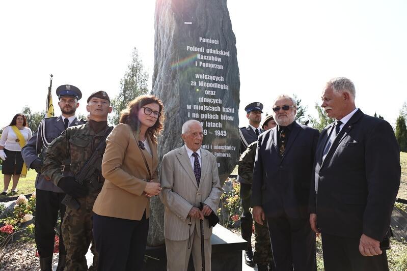 Uroczyste odsłonięcie pomnika poświęconego pamięci Polonii Gdańskiej, Kaszubów i Pomorzan walczących za Niepodległą oraz ginących w miejscach kaźni i na polach bitew w latach 1939-1945 odbyło się 7 września 2021 r.