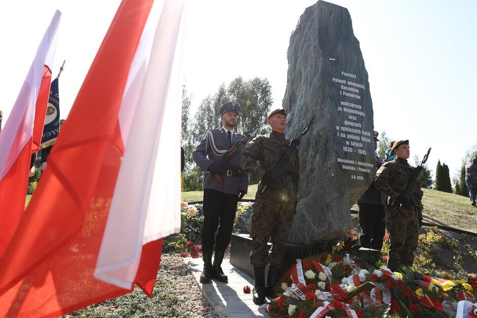 Obelisk upamiętniający tragiczne losy Polonii Gdańskiej, Kaszubów i Pomorzan