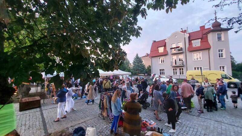 W tym roku Fundacja Wspólnota Gdańska z ponad 60 partnerami zaprosiła gdańszczan, mieszkańców Oliwy, sympatyków dzielnicy na sobotę 11 września do udziału w trzech świętach - 10 Święto Dzielnicy Viva Oliva, Oliwskie Święto Książki i 4. Urodziny Oliwskiego Ratusza Kultury