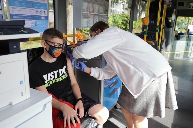 Ze szczepień w szczepiobusie  skorzystać mogą uczniowie w wieku 12-17 lat