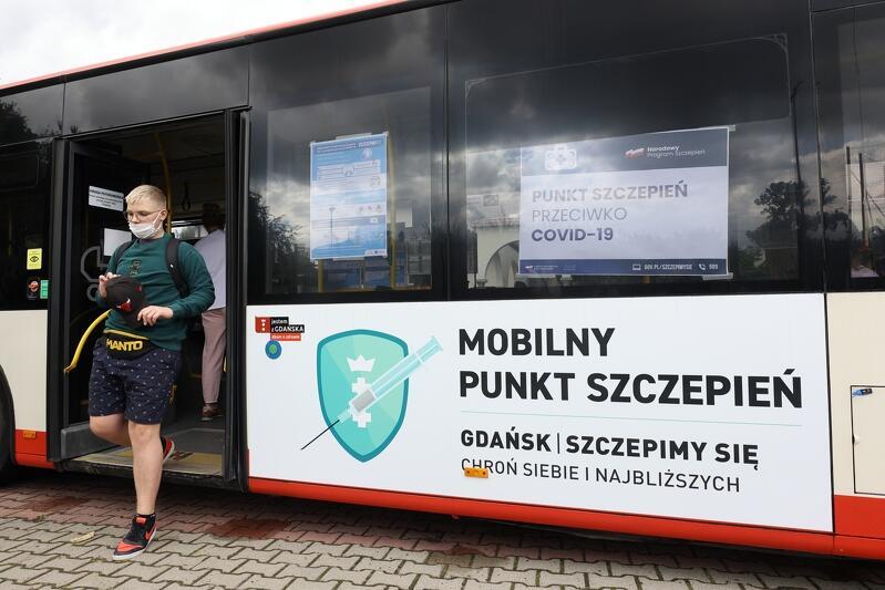 Mobilny Punkt Szczepień zaparkował pierwszego dnia przy dwóch gdańskich szkołach