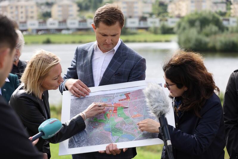 Projekt przedstawiają (od lewej): Edyta Damszel-Turek, Piotr Grzelak, Aleksandra Dulkiewicz