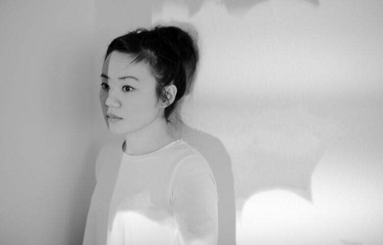 """Recenzent o twórczości Midori Hirano: Jej album wywołuje narastające uczucie spokoju i pogody poprzez swój nieskomplikowany dźwiękowy świat"""""""