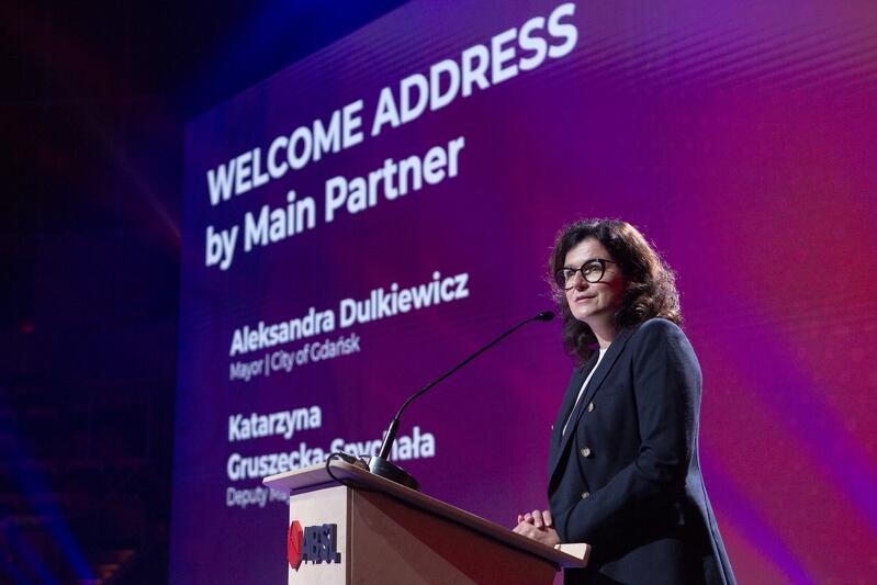 Konferencję otworzyły Aleksandra Dulkiewicz prezydent Gdańska i Katarzyna Gruszecka-Spychała wiceprezydent Gdyni. Gdańsk, Sopot i Gdynia to jedni z głównych partnerów konferencji ABSL
