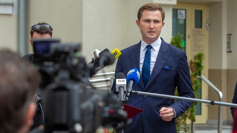 Piotr Grzelak, zastępca prezydent ds. zrównoważonego rozwoju, we wtorek, 14 września, podczas konferencji prasowej dotyczące spółki Saur Neptun Gdańsk