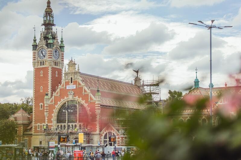 Remont dworca Gdańsk Główny trwa już 1,5 roku. Okazuje się, że wykonawca potrzebuje kolejnych 8-9 miesięcy, by zakończyć tę inwestycję