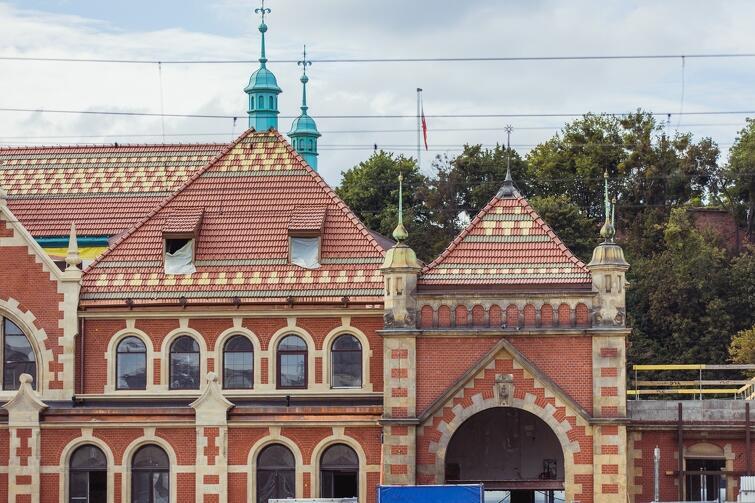 Budynek dworca PKP znajduje się pod ochroną konserwatorską, stąd większość prowadzonych prac ma charakter odtworzeniowy