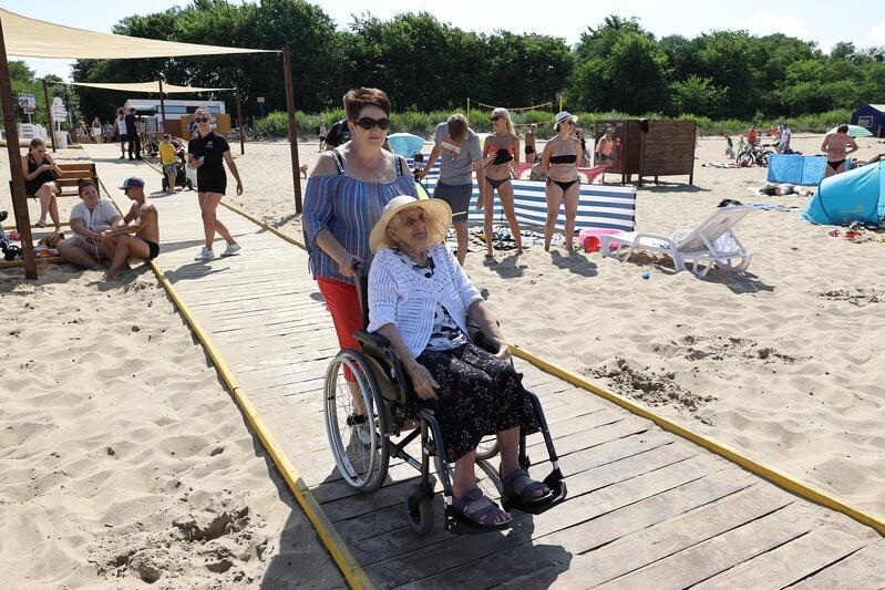Plaża dostępna dla wszystkich na kąpielisku Brzeźnie