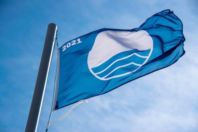 Błękitna flaga na gdańskim kąpielisku