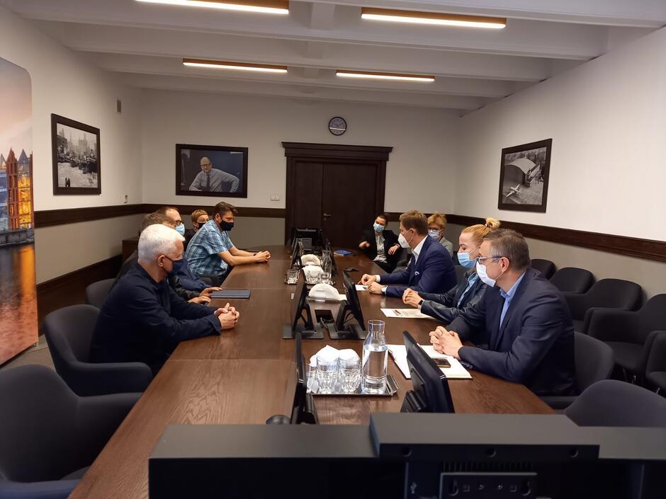 Spotkanie przedstawicieli związków zawodowych SNG z prezydentem Piotrem Grzelakiem