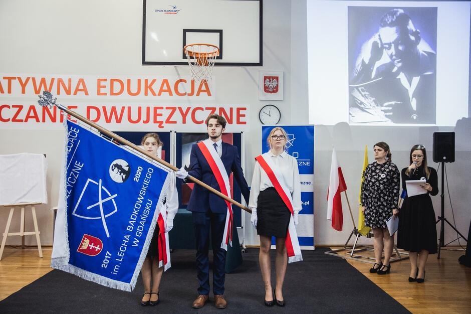 Nadanie X Liceum Ogólnokształcącemu Dwujęzycznemu imienia Lecha Bądkowskiego