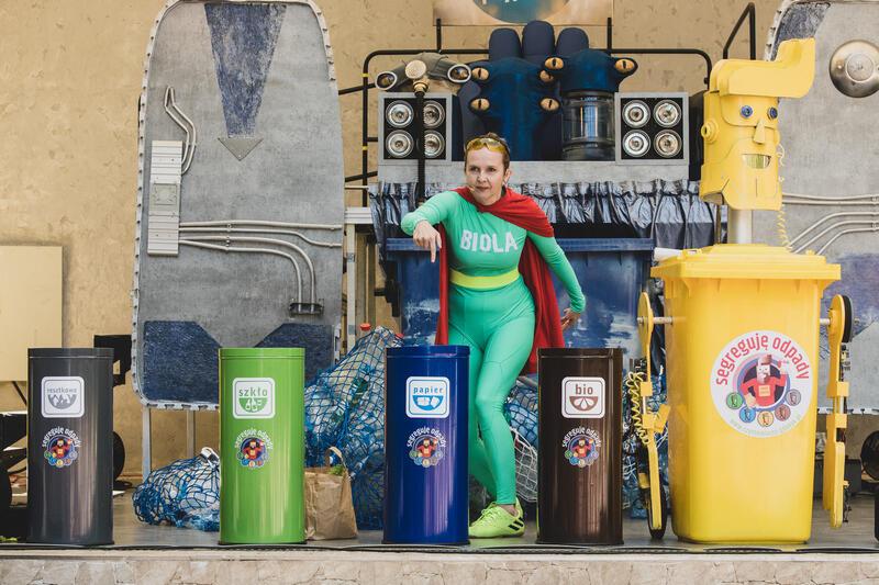Spektakl Kierunek: Ziemia  został przygotowany przez zespół Teatru Miniatura w Gdańsku