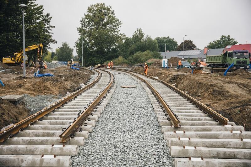Na placu budowy Nowej Warszawskiej pojawiły się pierwsze metry nowego torowiska