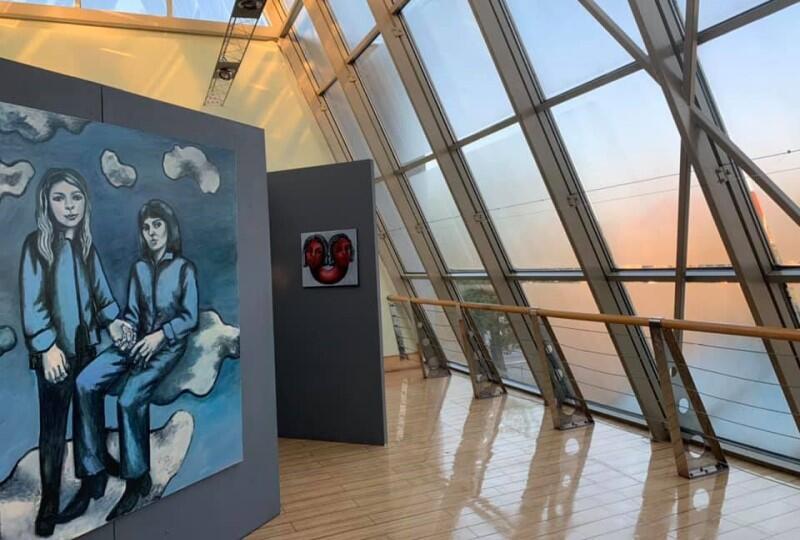 Galeria znajduje się na pierwszym piętrze Klubu Żak