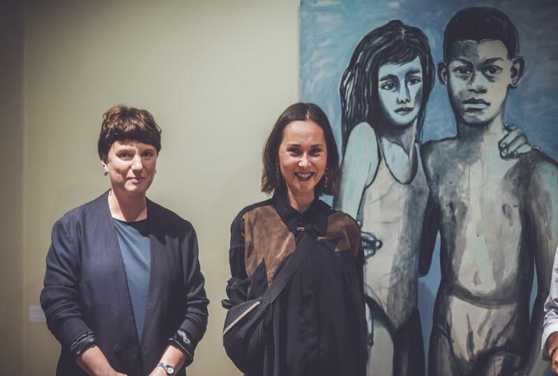 [Od lewej] Kuratorka galerii Klubu Żak Agata Nowosielska i autorka prac Joanna Rusinek