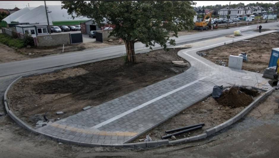 Na terenie inwestycji powstają kolejne metry nowych chodników